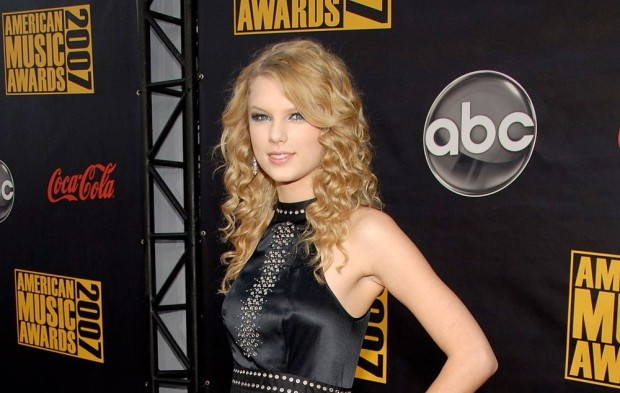 AMAs Flashback: Taylor Swift throughout the Years