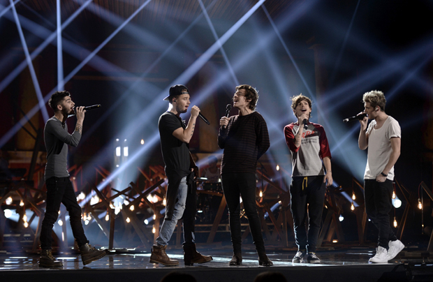 2013 American Music Awards - One Direction Singing On Stage 2013