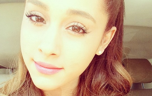 5 Adorable Ariana Grande Style Forecasts For The 2013 AMAs Red Carpet