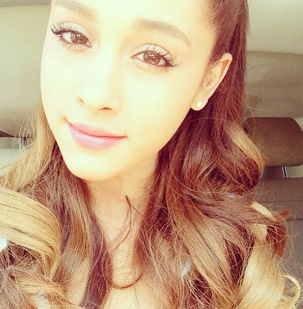 5 adorable ariana grande style forecasts for the 2013 amas red 5 adorable ariana grande style forecasts for the 2013 amas red carpet american music awards voltagebd Gallery