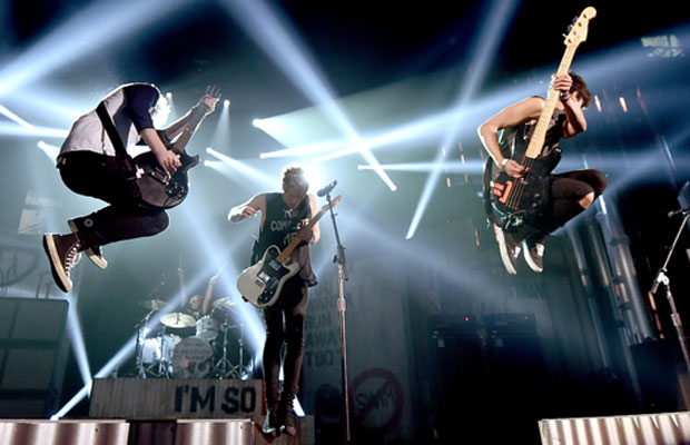 Bye Bye Boy band! 5SOS Has Punk Approval | American Music Awards