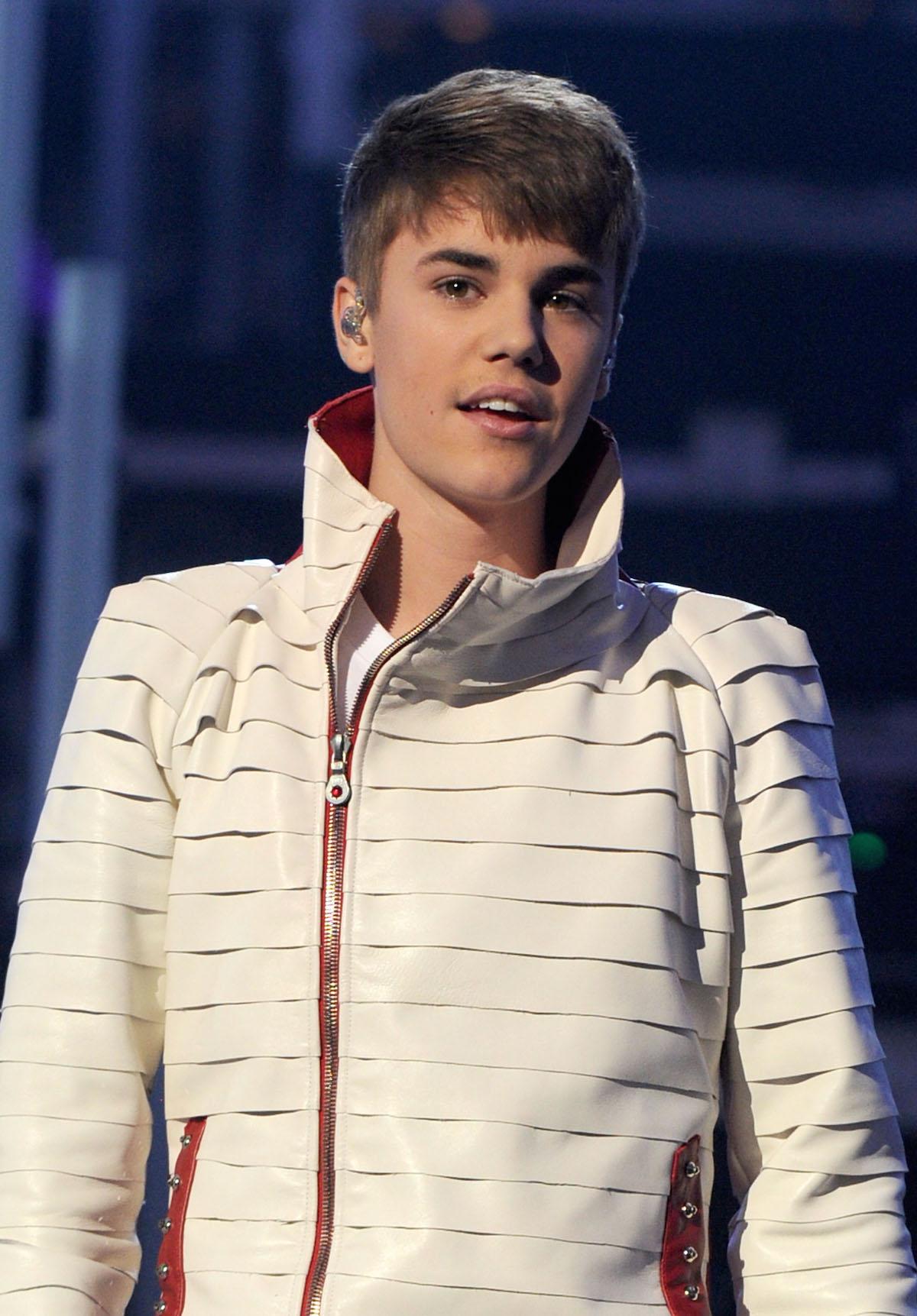 2011 american music awards show - Justin Bieber Christmas Album