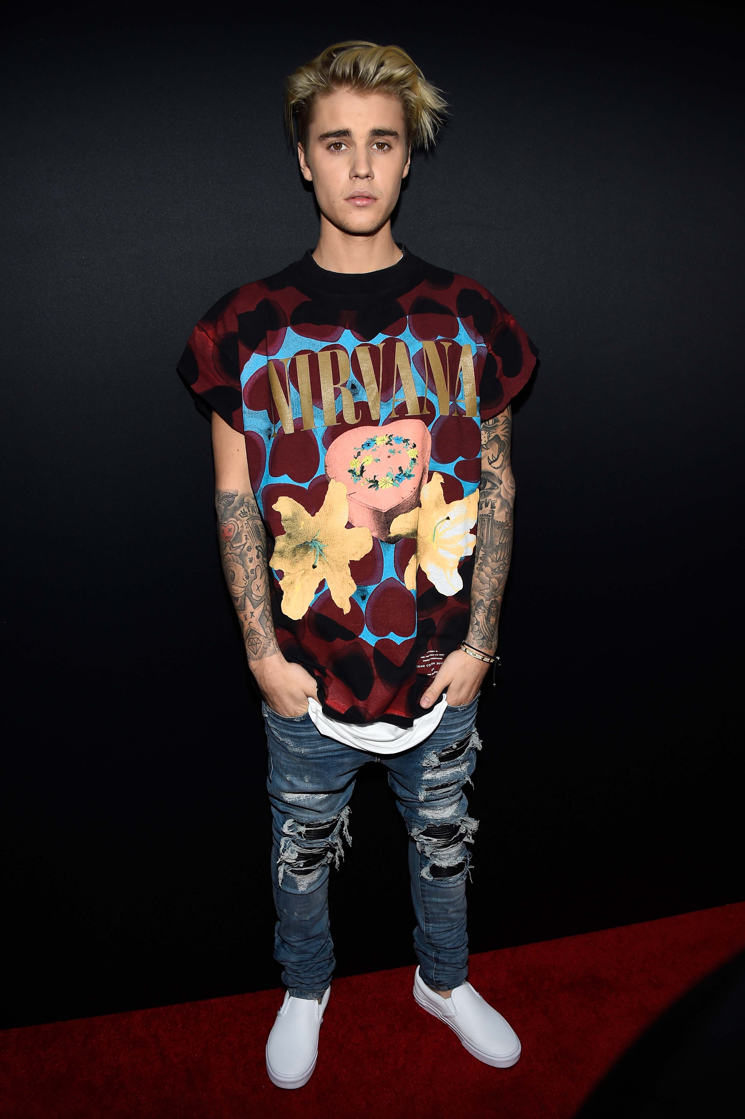 Every Photo You Need Of Justin Bieber At The 2015 AMAs