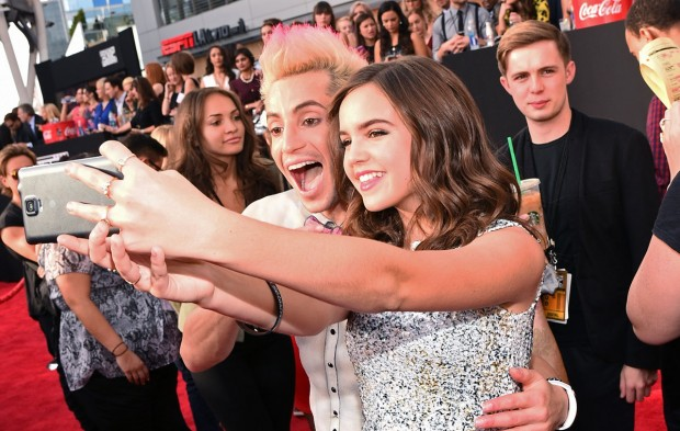 How to Watch the AMAs Red Carpet Pre-Show