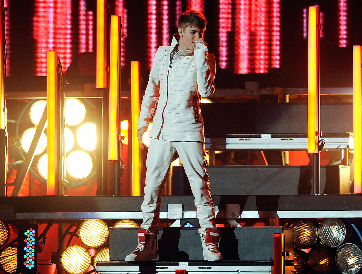 This Is Not A Drill: Justin Bieber Will Perform at the AMAs ...