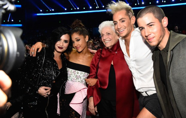 Demi Lovato Made so Many Friends at the AMAs