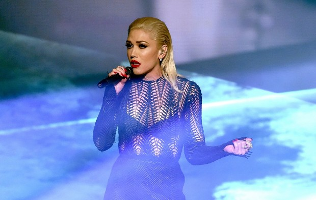 Gwen Stefani's Emotional AMAs Performance Was Everything