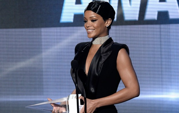 "Rihanna Releases First Single ""Work"" off Album 'ANTI'"