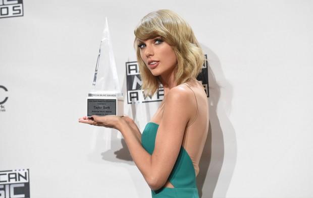 AMAs Winners Who Won Big at the 2016 Grammys