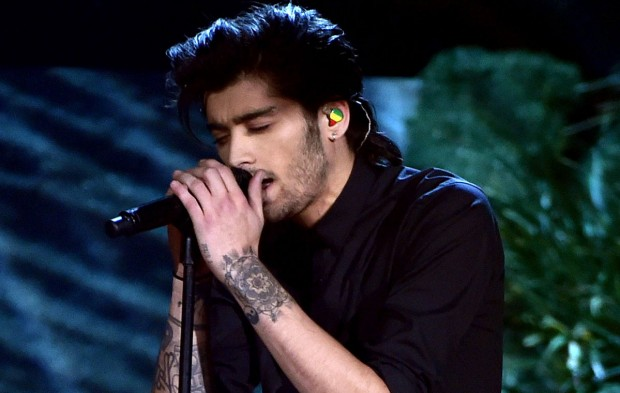 "Zayn Debuts at No. 1 with New Single ""Pillowtalk"""