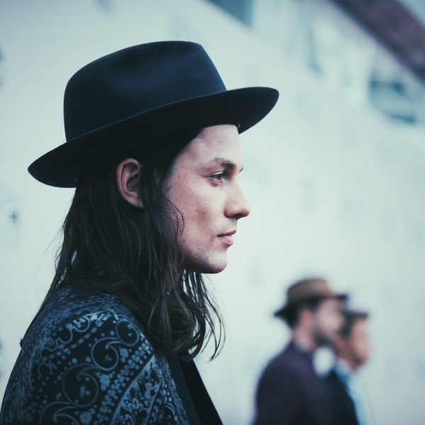 James Bay on the red carpet at the 2016 AMAs (American Music Awards)