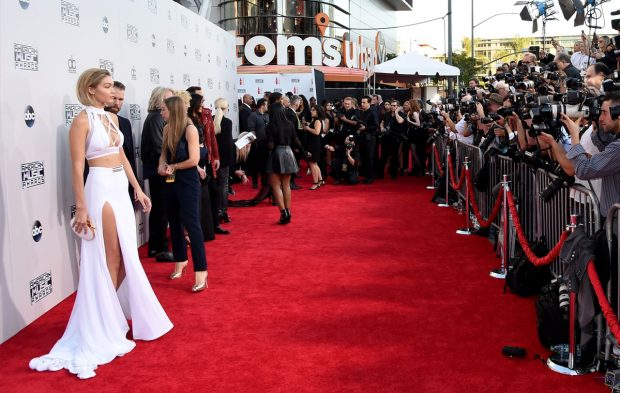 Watch the AMAs Red Carpet Pre-Show on Live Facebook!