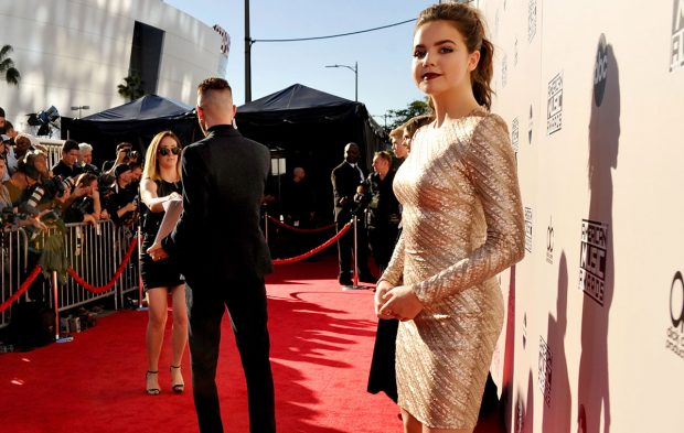 Heyyy Gorgeous People! Meet Your AMAs Red Carpet Hosts