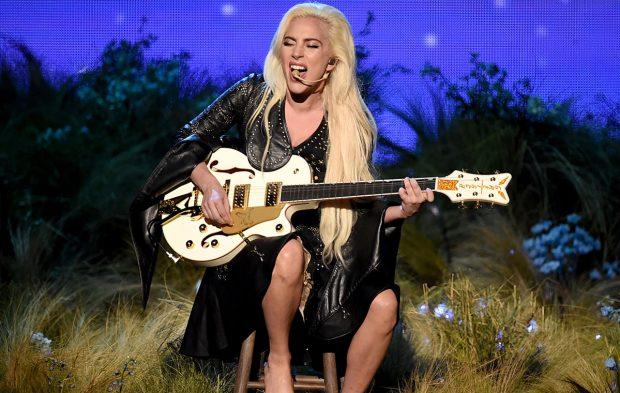 "Lady Gaga Gives Us a ""Million Reason"" to Love Her at AMAs"