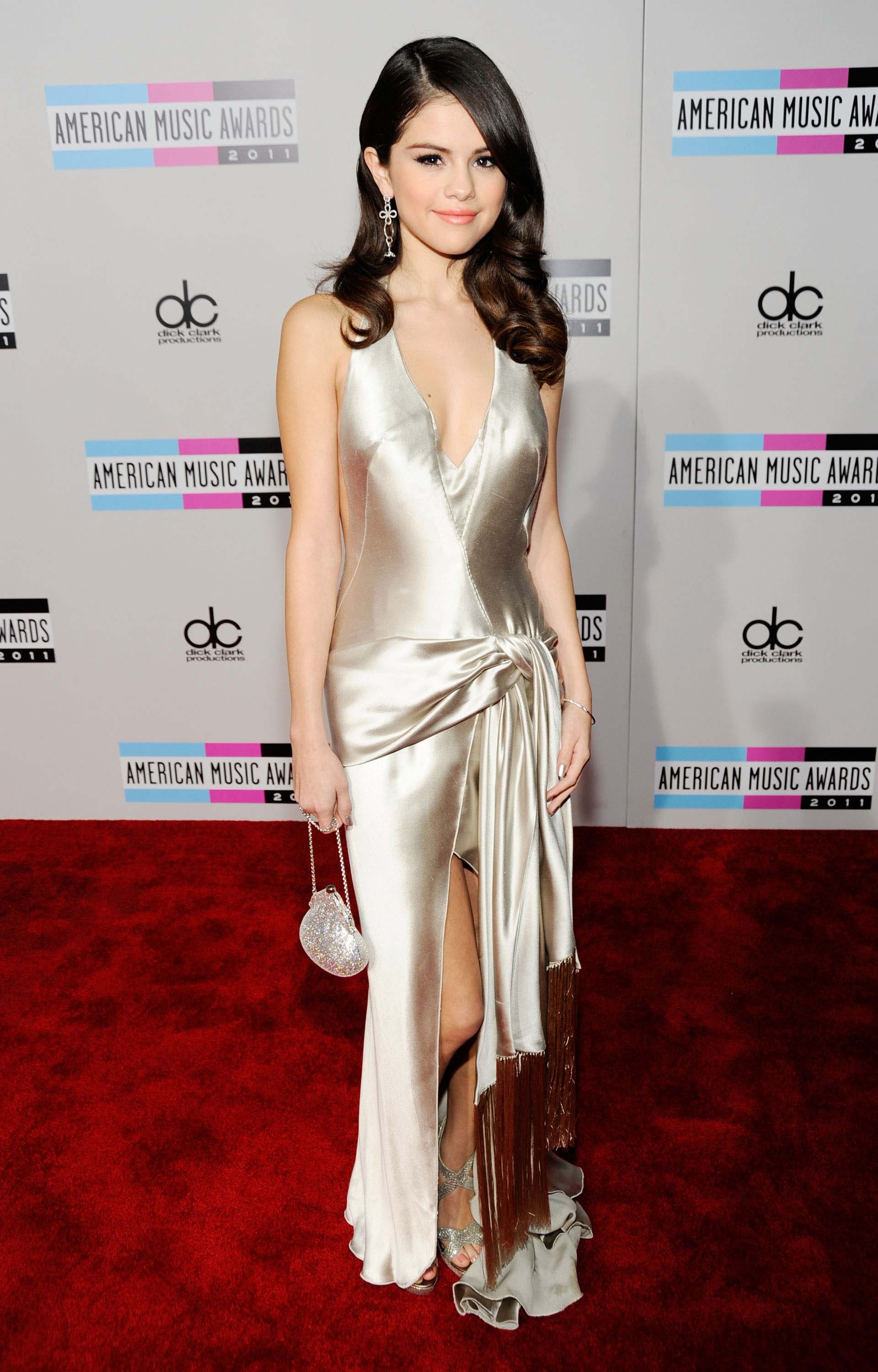 Here S Every Outfit Selena Gomez Has Ever Worn To The Amas