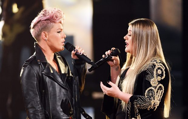 Kelly Clarkson and Pink Open the AMAs With Moving Tribute