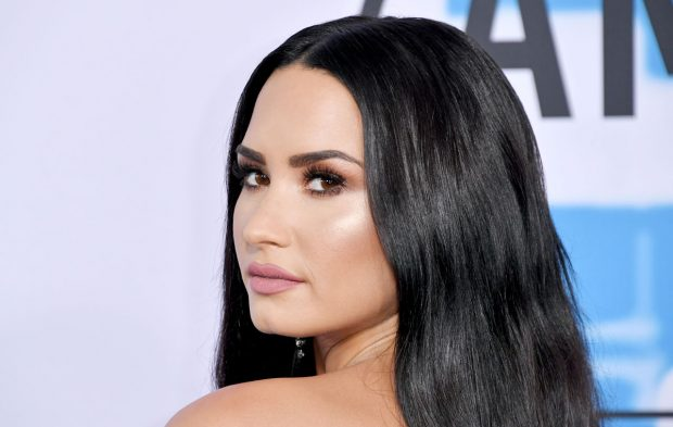 VOTE: Who Had the Hottest AMAs Red Carpet Look?